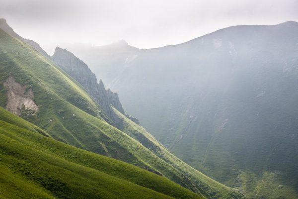 Ambiance brumeuse dans le Massif du Sancy en Auvergne