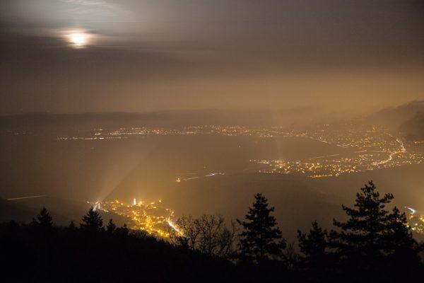 Lever de lune sur la Plaine d'Alsace vu depuis les Trois-Epis dans les Vosges