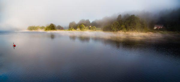 Brumes matinales à Mandal en Norvège