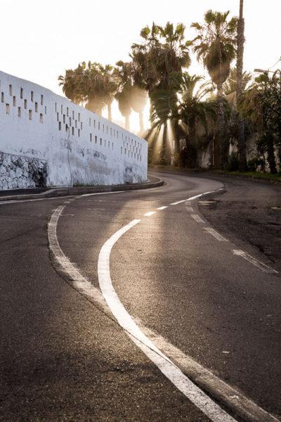 Derniers rayons de soleil dans une ruelle de Ténérife