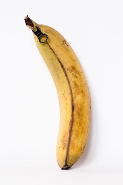 Photographie surréaliste : une banane à ouverture facile, avec une fermeture-éclair